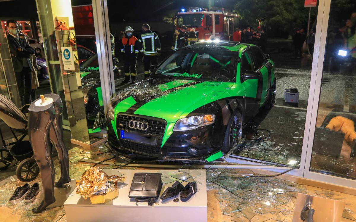 Schwerer Unfall in Forchheim. Frau eingequetscht. Foto: NEWS5 / Merzbach