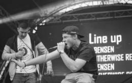 Rapper Bensen aus Hof live on Stage bei einem Konzert. Foto: privat