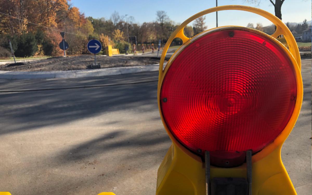 Am Donnerstag (5.11.2020) ist der Kreisverkehr Königsallee / Ochsenhut / Eremitenhofstraße für den Verkehr freigegeben worden. Foto: Raphael Weiß