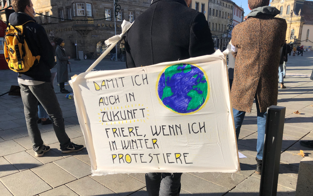 """Bürgerbewegung """"Klimaentscheid Bayreuth"""": Dafür war die Kundgebung am Samstag in der Fußgängerzone. Foto: Raphael Weiß"""