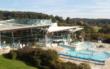 Die Therme Obernsees in Mistelgau im Landkreis Bayreuth ist in die Jahre gekommen. Am Freitag (13.11.2020) hat sich der Kreistag mit einer Entwurfsplanung für Sanierung- und Modernisierungsmaßnahmen beschäftigt. Foto: Therme Obernsees