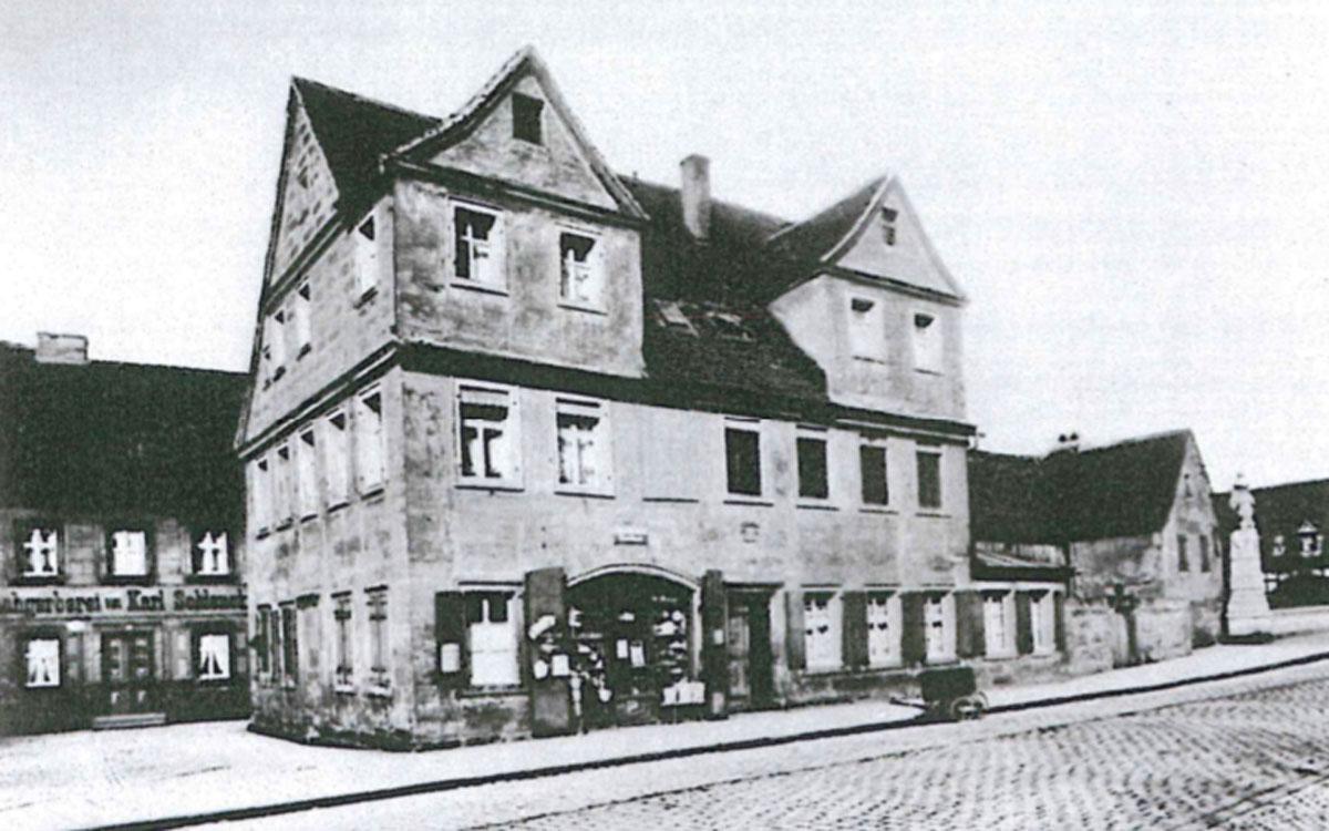 Haus Luitpoldplatz 23, links Gerberei Schlenck, nach 1905. Foto: Landesbildstelle Nr. 4515
