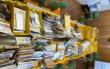 Ein Postbote in Wunsiedel in Oberfranken hat 31 Kisten voller Briefe und Pakete nicht zugestellt. Foto: Polizei