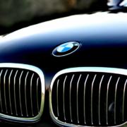 Die Polizei hat einen gestohlenen BMW bei Bayreuth sichergestellt. Symbolbild: pixabay