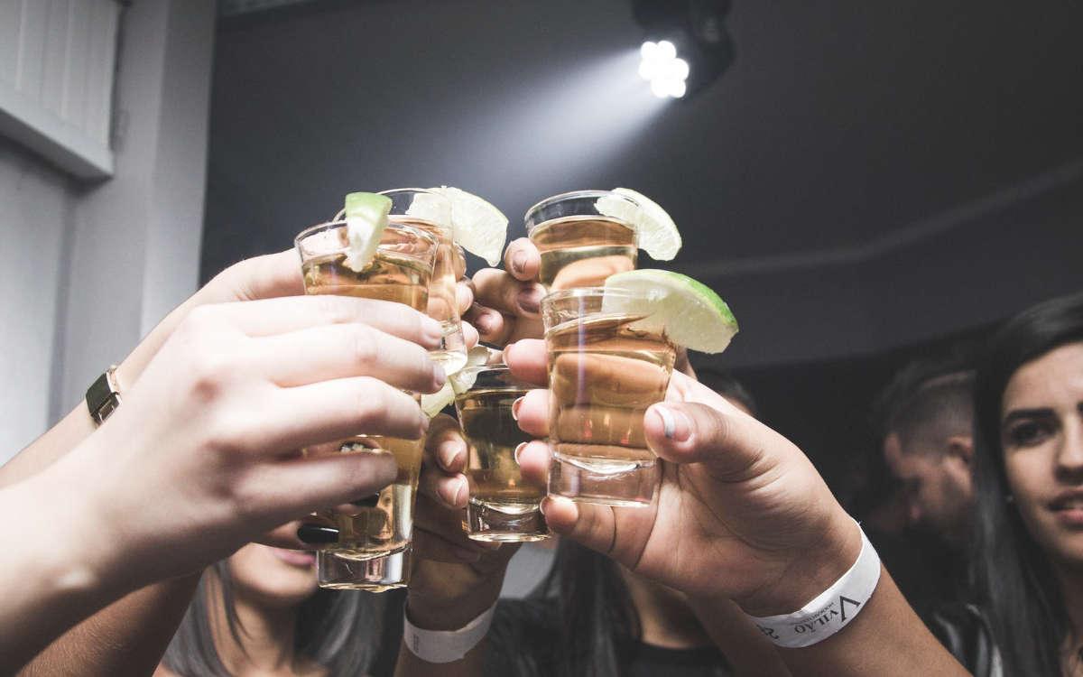 Corona-Party in Oberfranken trotz Ausgangssperre und Kontaktbeschränkungen. Symbolfoto: Pexels
