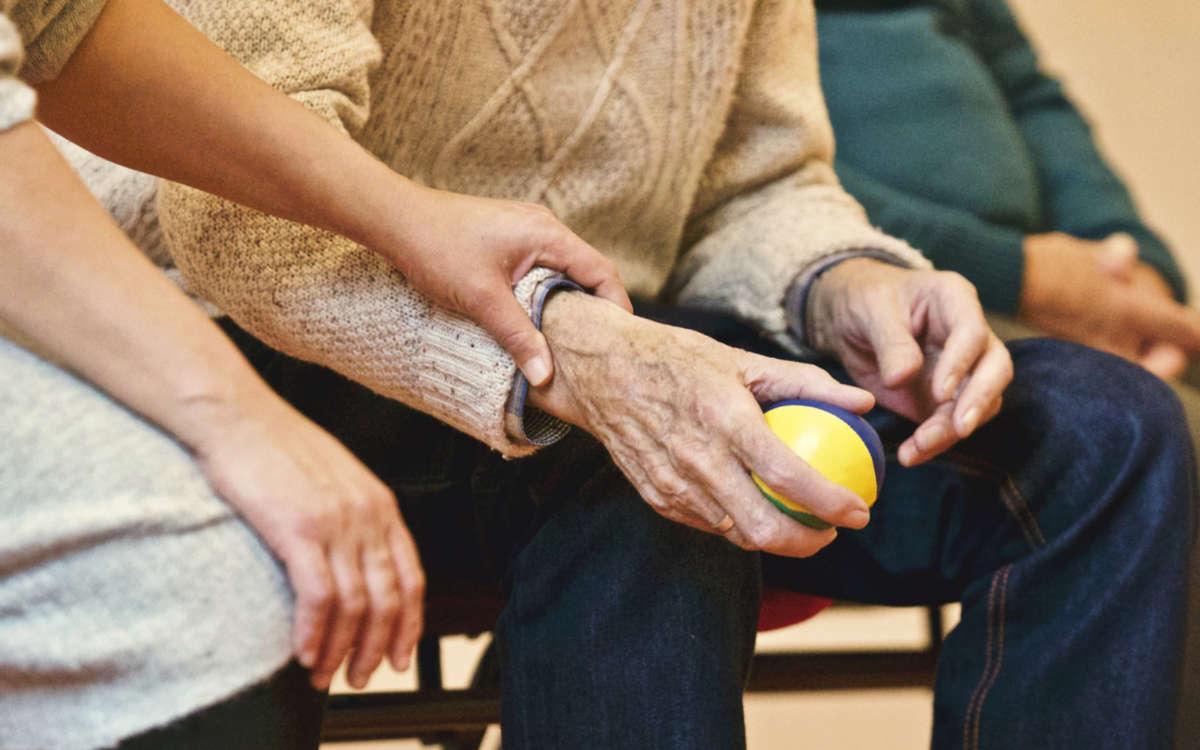 Die Bewohner in Pflegeheimen wurden und werden in Corona-Zeiten nicht alleine gelassen. Foto: Pixabay