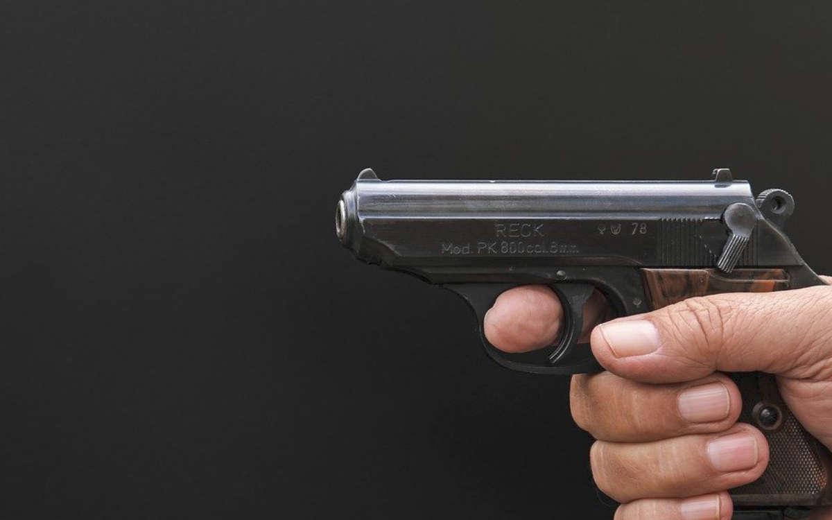 Am Freitag (13.11.2020) hat ein Mann ein 14-jähriges Mädchen bedroht und dabei eine Pistole abgefeuert. Nach Angaben des Mädchens könnte es sich um eine Schreckschusspistole gehandelt haben. Symbolfoto: Pixabay