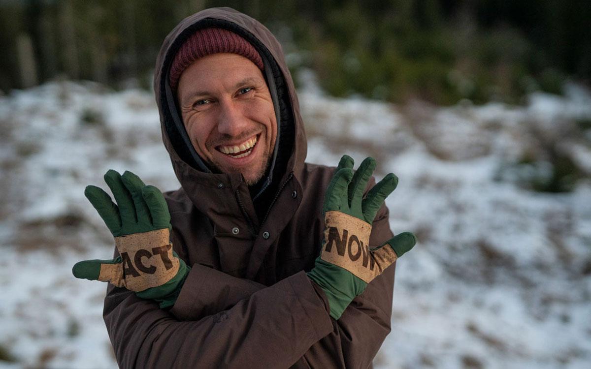 Bleed-Chef Michael Spitzbarth als Handschuh-Model. Foto: Kristoffer Schwetje/Bleed