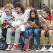 Eine neue App soll Schülern jetzt dabei helfen, Nachrichten besser einordnen zu können. Das soll gegen Verschwörungstheorien und Fake-News helfen. Symbolfoto: Pixabay