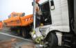 Ein Lastwagen ist auf der A9 im Landkreis Hof ungebremst in einen Baustellen-Lkw gekracht. Foto: NEWS5/Fricke