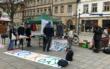 Die Bewegung Fridays For Future in Bayreuth hat auf dem Marktplatz am Neptunbrunnen eine Tauschbörse veranstaltet. Foto: Katharina Adler