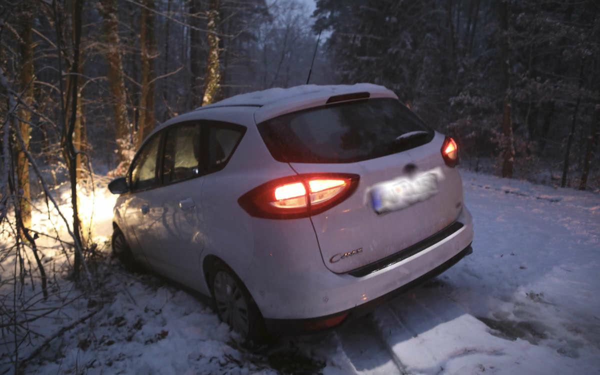 Unfall auf glatter Straße in Franken. Foto: News5/Oßwald