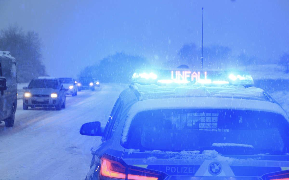 Wegen Schnee gab es am Dienstag (1.12.2020) Verkehrschaos im Landkreis Bamberg. Foto: News5/Merzbach