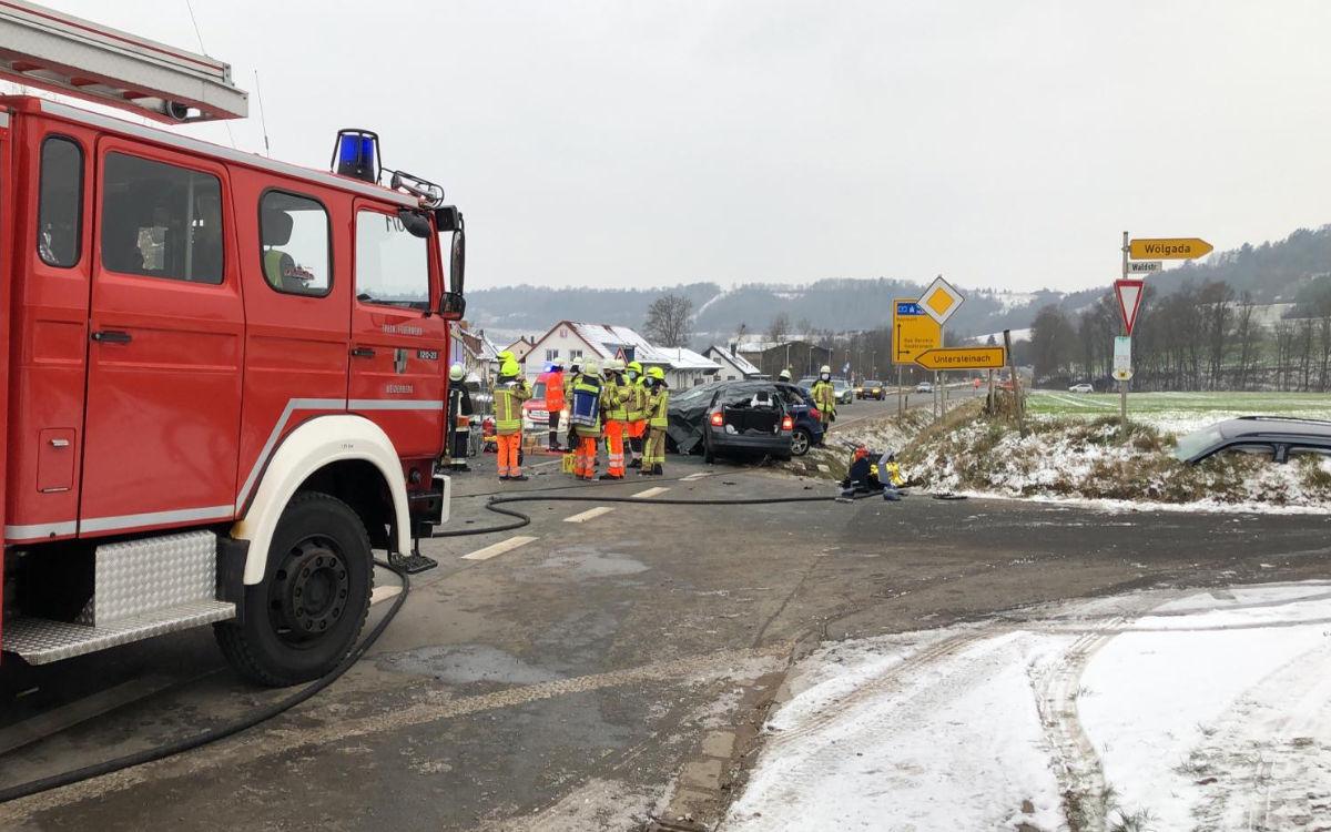 Schwerer Unfall zwischen Weidenberg und Bayreuth. Drei Fahrzeuge waren beteiligt. Foto: Raphael Weiß