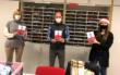 Der Elternbeirat des Richard-Wagner-Gymnasiums (RWG) in Bayreuth überreichte am Montag (7.12.2020) 470 FFP2-Masken dem Schulpersonal. Foto: RWG-Elternbeirat