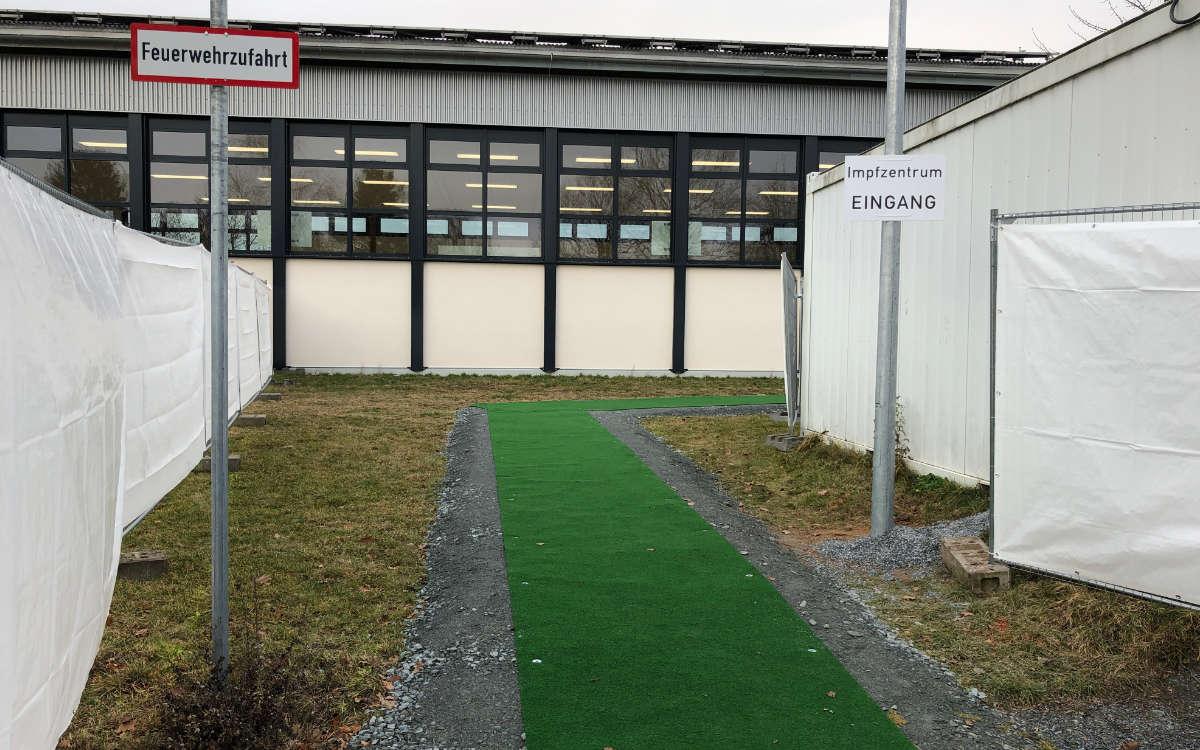 Das neue Impfzentrum in der Turnhalle der Johannes-Kepler-Realschule in Bayreuth. Foto: Katharina Adler