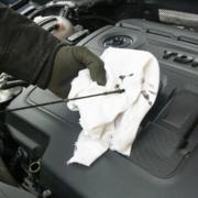 Wer weiß wie es geht, kann beim Wechseln von Ersatzteilen am Auto viel Geld sparen. Foto: pixabay