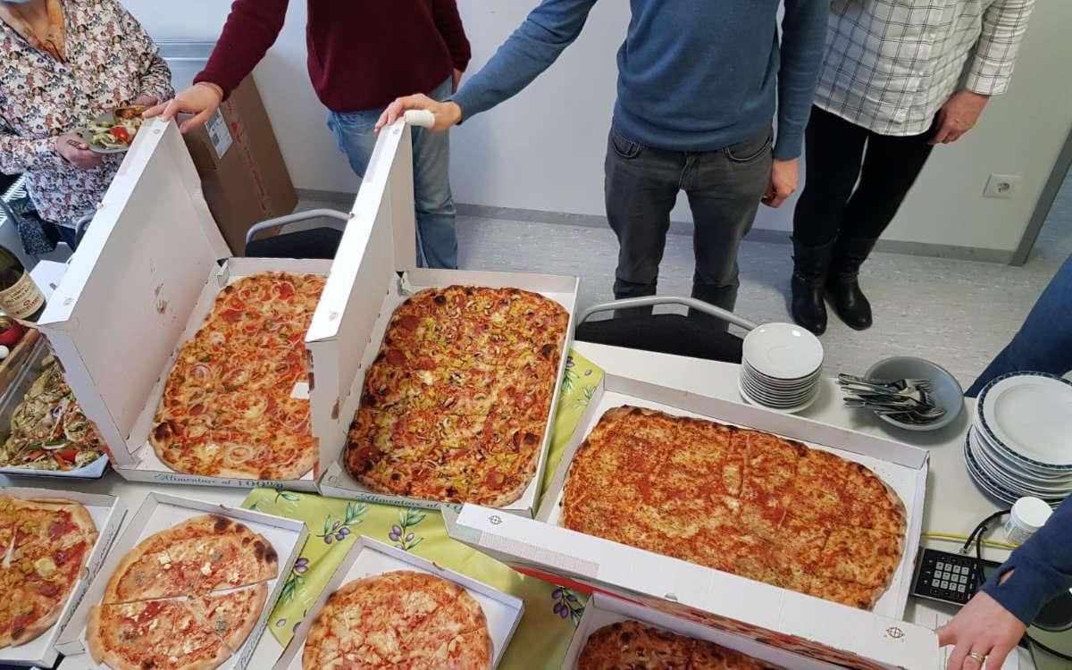 Die Pizzeria San Marino spendete dem Corona-Testzentrum in Bayreuth an der Lohengrin Therme mehrere Pizzen. Foto: Privat