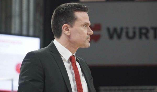 Der Headcoach von medi bayreuth bleibt. Auch in der kommenden Saison wird er medi bayreuth coachen. Archivfoto: Frederik Eichstädt