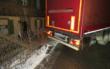 Ein Lkw hat in Himmelkron einen großen Schaden hinterlassen, weil er sich festgefahren hatte. Foto: Polizei Stadtsteinach