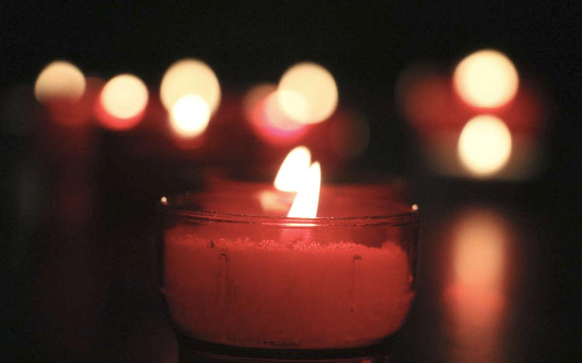 Eine Mahnwache in Bayreuth soll am Jahrestag an den Tod von Oury Jalloh erinnern. Symbolbild: Pixabay