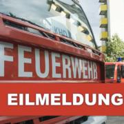 Feuerwehr im Einsatz in Bayreuth. Ein Lieferwagen steht in Flammen. Symbolfoto: Pixabay / Montage: Redaktion