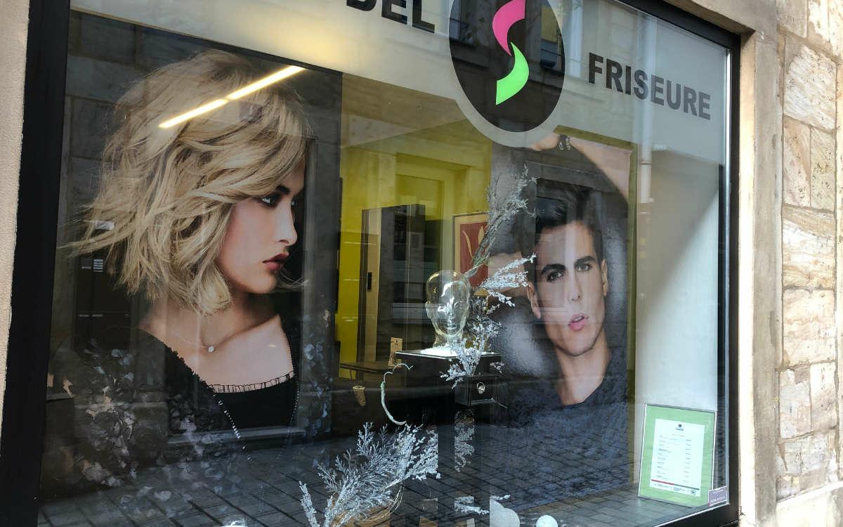 In Bayern machen Friseure auf ihre Situation in der Corona-Krise aufmerksam - auch in Bayreuth. Foto: Katharina Adler