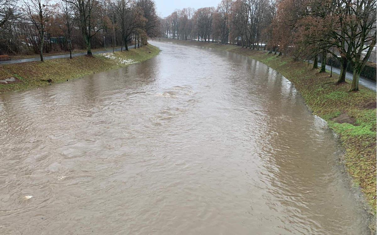 Warnung vor Hochwasser in Bayreuth. So sah es im Januar 2021 am Roten Main in Bayreuth aus, als Hochwasser gemeldet wurde. Archivfoto: Redaktion