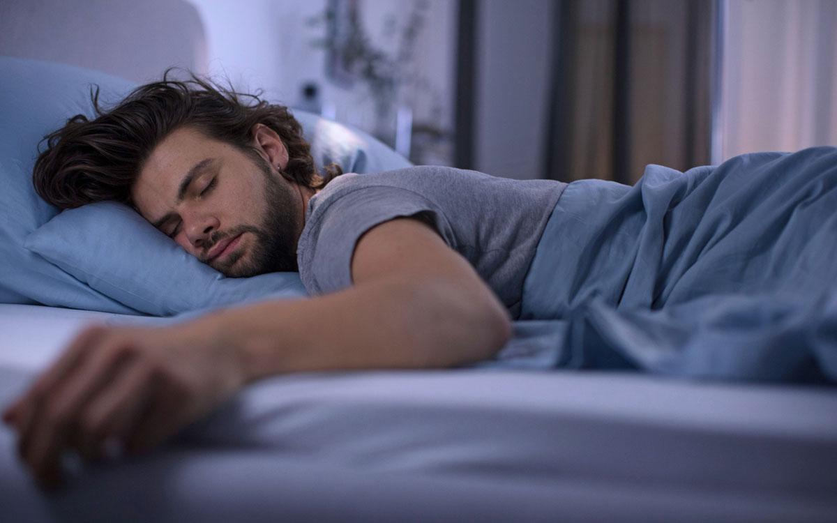 Während der Nachtruhe entspannt sich die Muskulatur, Körper und Geist erholen sich, Reparaturmechanismen werden in Gang gesetzt. Foto: djd/LR Health und Beauty