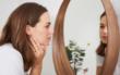 Immer mehr erwachsene Frauen leiden laut Studien unter Akne - eine Ursache für Pickel und Pusteln kann ein Zinkmangel sein. Foto: djd/Wörwag Pharma/vierfotografen