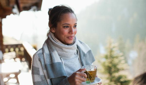 Gesunde Ernährung, Detox, Entspannung vom hektischen Alltag: Selfcare kann neue Kräfte freisetzen. Foto: djd/DR. KADE/iStockphoto/Tom Merton