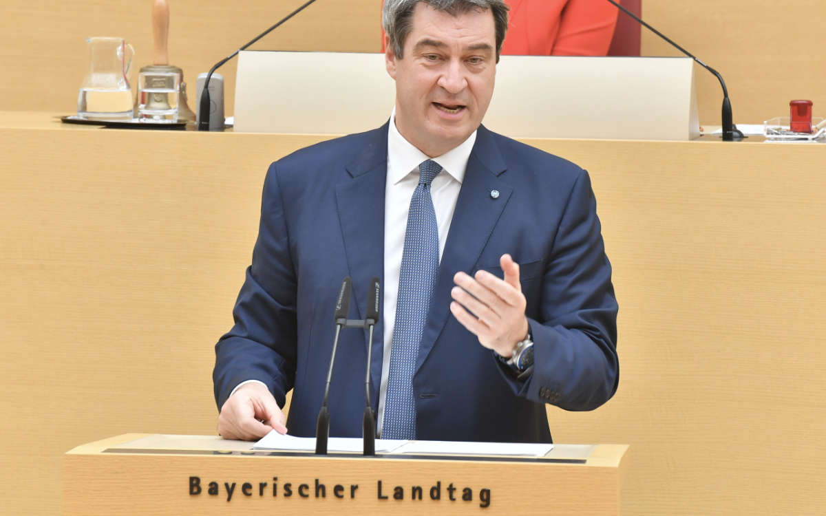 Markus Söder und das bayerische Kabinett haben neue Lockerungen für Betriebe verkündet, welche die 3G-Plus- oder 2G-Regel anwenden. Symbolfoto: Rolf Poss (Bildarchiv Bayerischer Landtag)