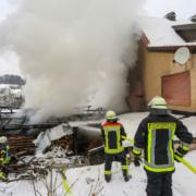 In Aufseß (Lkr. Bayreuth) hat der Anbau eines Wohnhauses gebrannt. Foto: NEWS5/Merzbach