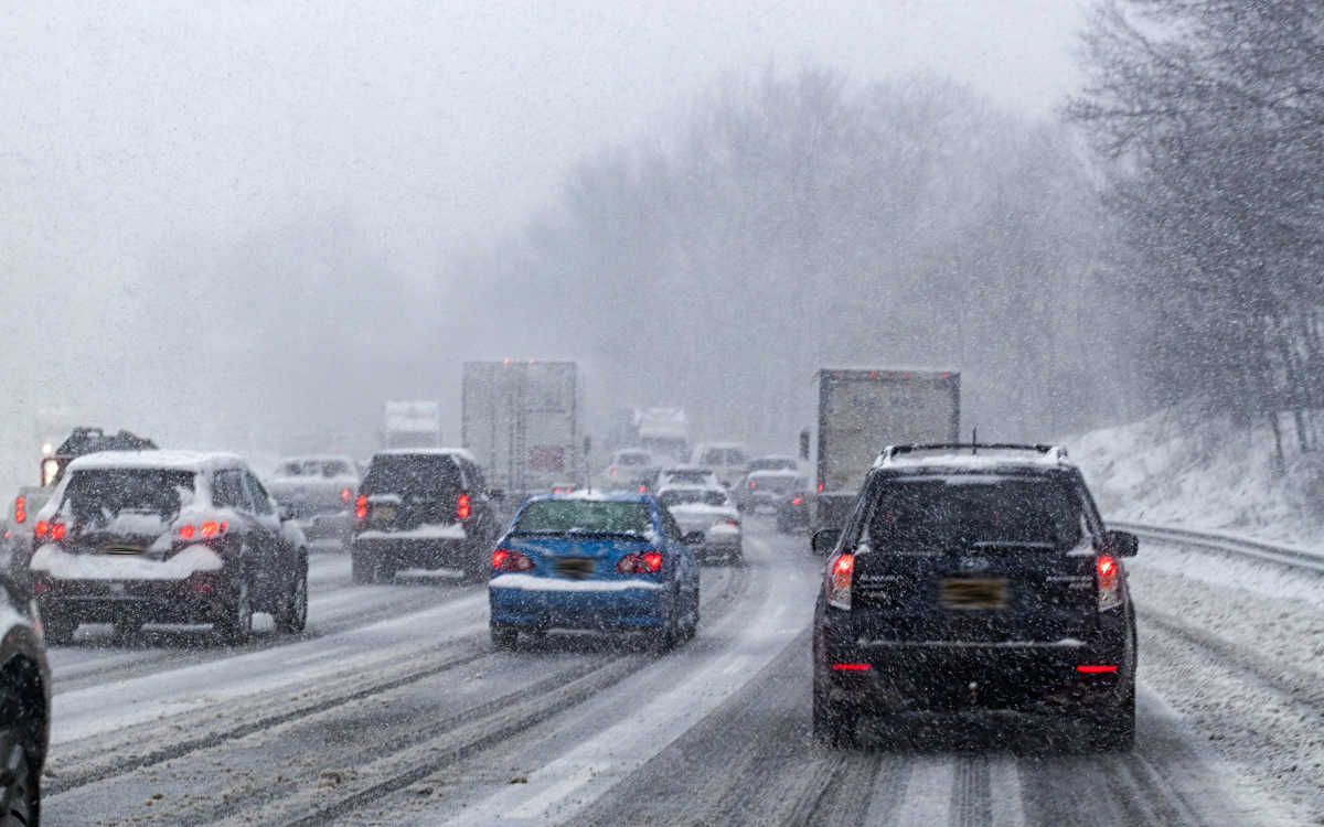 Autofahrer im Schneechaos: ADAC Bayern gibt Verhaltenstipps. Symbolfoto: Pixabay