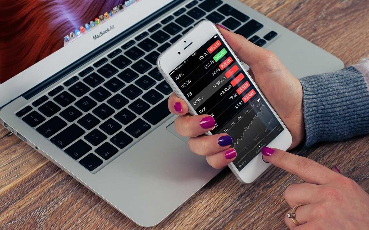 Aktien stellen kein unüberbrückbares Hexenwerk dar. Trotz dessen sollten Sie im Vorhinein ausreichend verstanden werden, ehe das erste Geld investiert wird. Symbolbild: pixabay