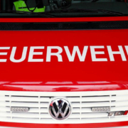 In einem Industriegebäude in Hof in Oberfranken herrscht aktuell ein Großbrand. Einsatzkräfte sind vor Ort. Symbolfoto: Pixabay