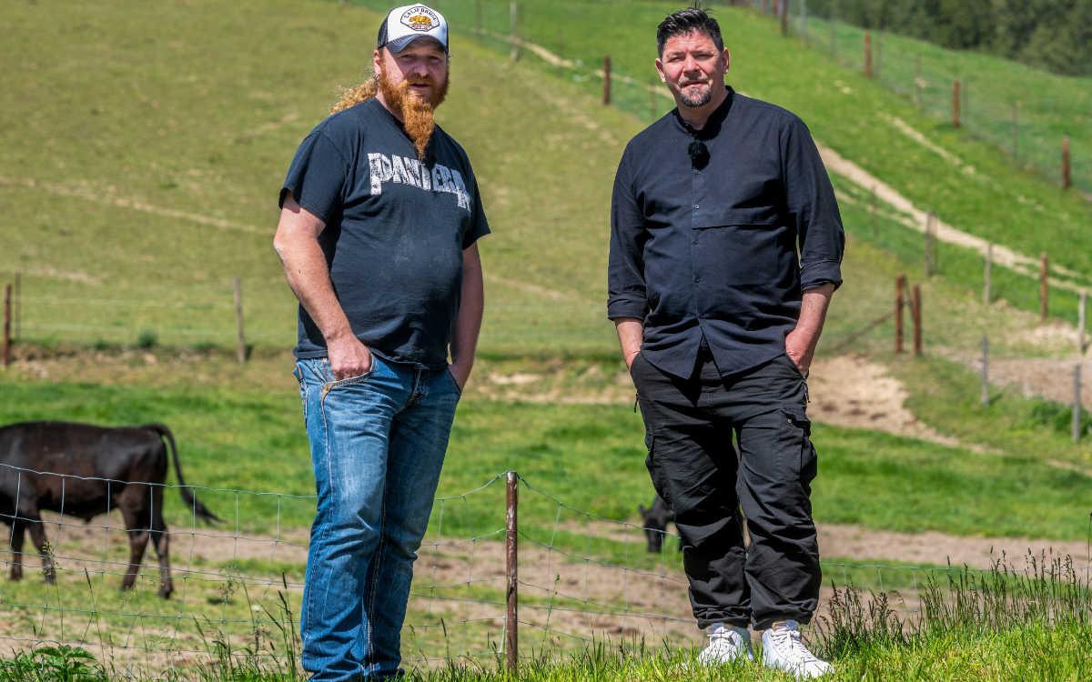Ludwig Maurer und Tim Mälzer (r.). Foto: TVNOW / picture alliance / Armin Weigel