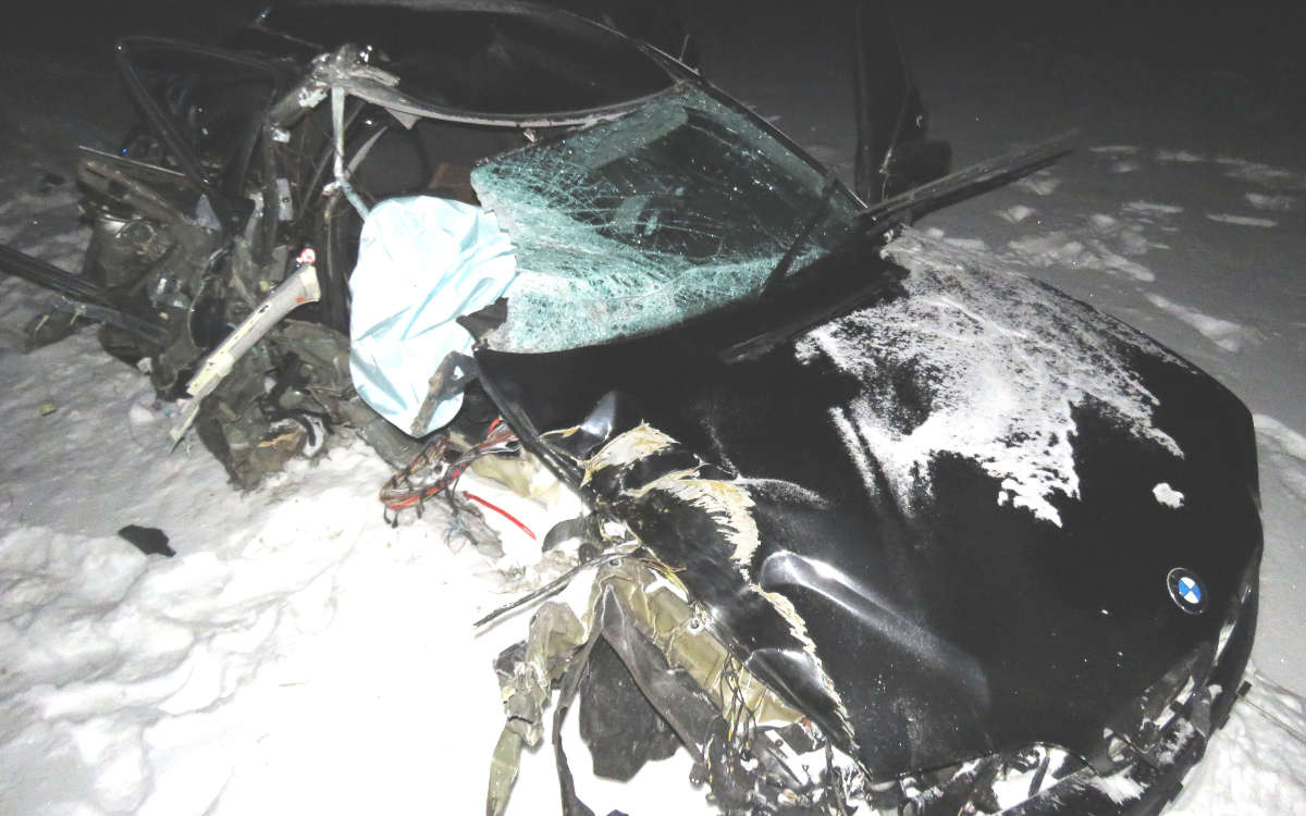 Bei einem Unfall wurde ein BMW im Landkreis Kulmbach am Samstag (13.2.2021) total zerstört. Der 21-jährige Fahrer verletzte sich dabei leicht. Foto: Polizei Stadtsteinach