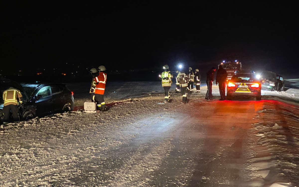 Unfall bei Goldkronach im Kreis Bayreuth. Frau und Mann müssen ins Krankenhaus. Foto: Holzheimer/News5