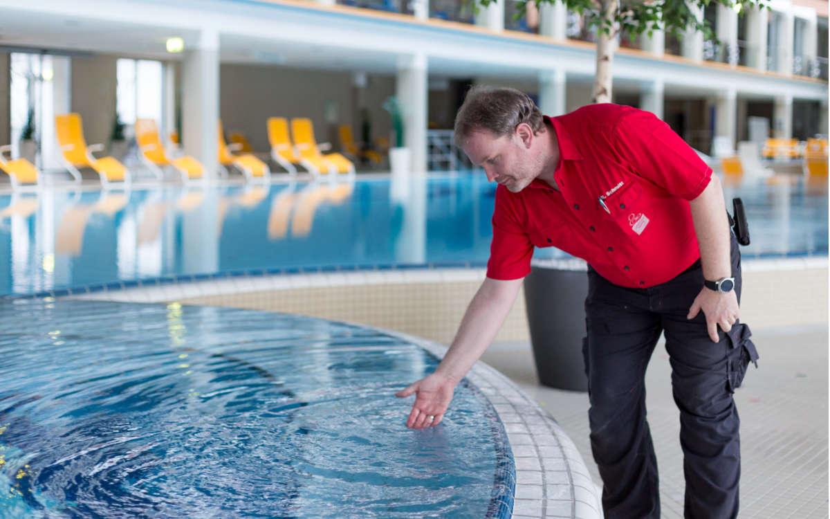 Die Lohengrin-Therme öffnet zum 1. Juli wieder für Thermengäste. Technik-Chef Mario Schmitt freut sich bereits. Foto: Stadtwerke Bayreuth