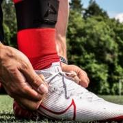 Zwei Fußballspieler aus Franken haben Schienbeinschonerhalter erfunden. Foto: Privat