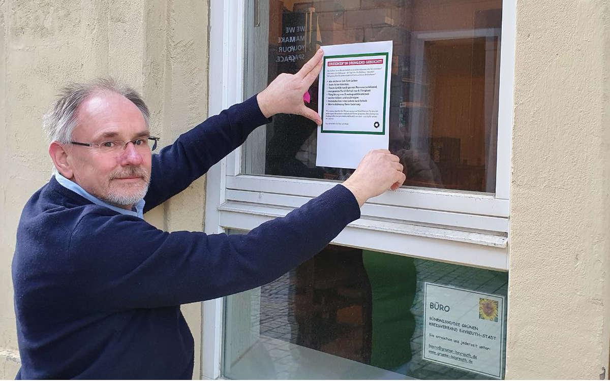 Kreisvorsitzender Ulf Boderius von den Grünen in Bayreuth bei der Aktion für Pflegeberufe. Foto: Grüne Bayreuth