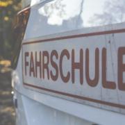 """Eine Fahrschule aus Hessen hat sich nach Franken """"verirrt"""". Der Fahrlehrer erhält nun eine Anzeige, weil gegen die Corona-Regeln verstoßen wurde. Symbolbild: pixabay"""