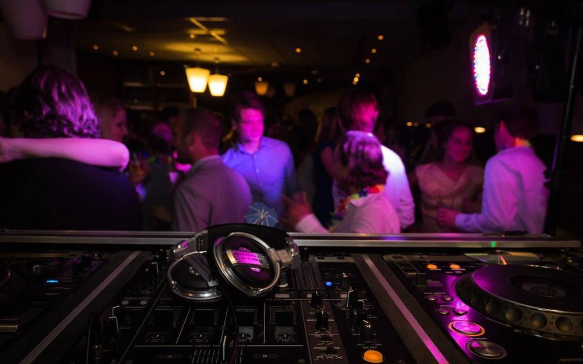 Corona-Party in Club in Oberfranken: 18 Menschen feierten dort ohne Corona-Regeln. Symbolfoto: Pixabay