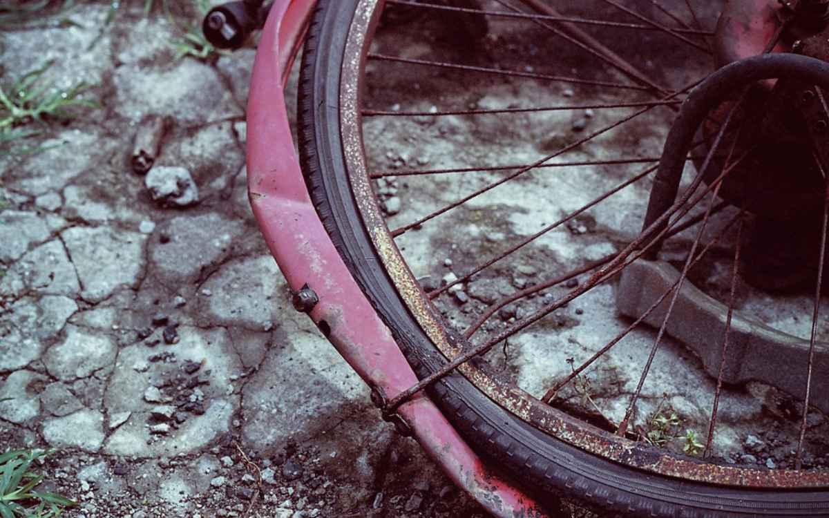 In Bayreuth wurde ein 50-jähriger Radfahrer von einem Auto angefahren. Symbolbild: Pixabay