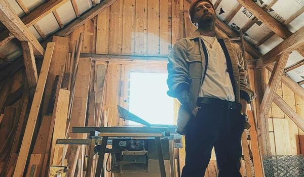 """Frank Pirner aus dem Fichtelgebirge macht Rapmusik. Unter dem Namen DER400 veröffentlicht er am 12. März 2021 sein neues Album """"Blitz und Donner"""". Foto: privat"""