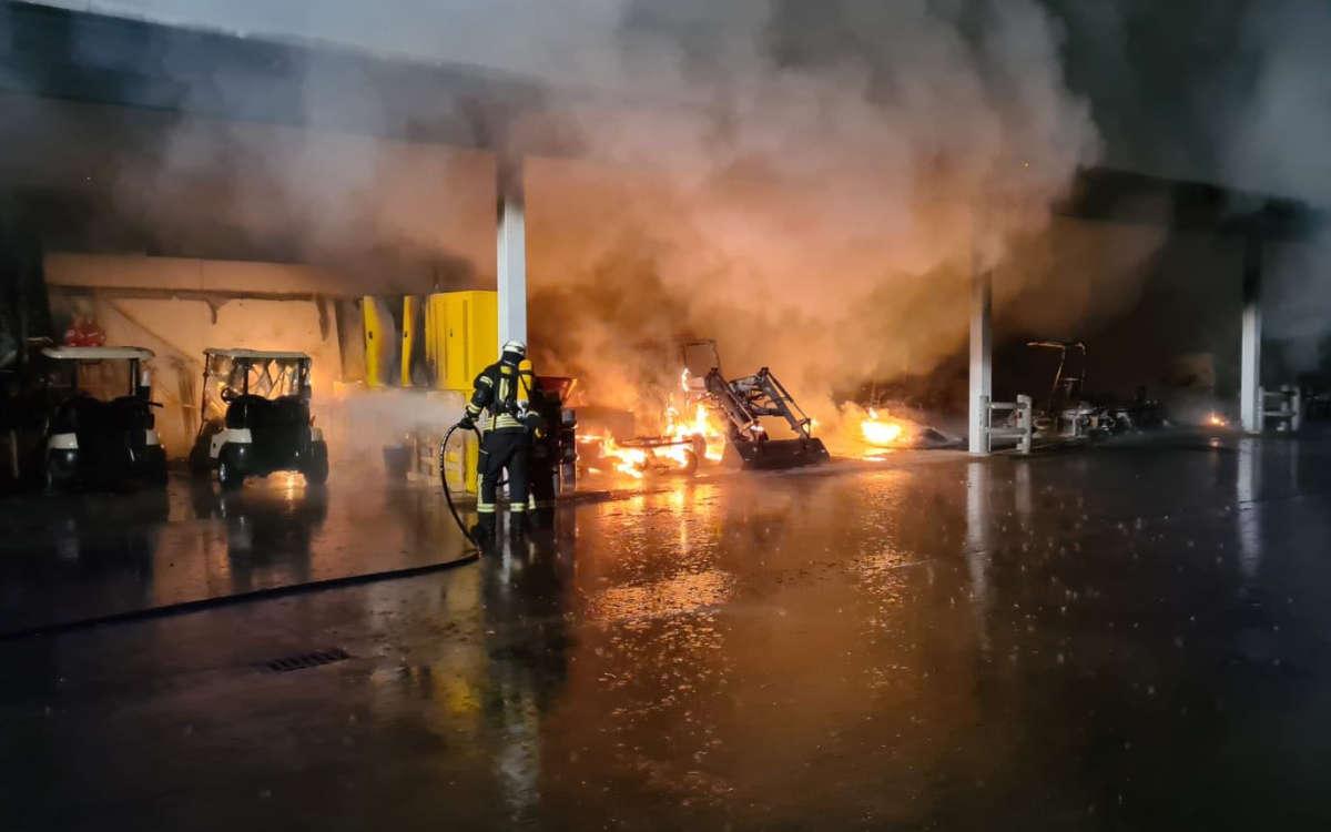Am späten Donnerstagabend (4.3.2021) hat es in einem Golfclub in Bamberg gebrannt. Foto: News5/Merzbach