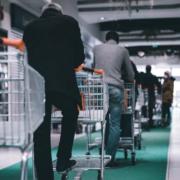 Corona-Lockerungen in Bayreuth beim Einkaufen: Ab Dienstag (4.5.2021) werden die Regeln gelockert. Symbolfoto: Adrien Delforge/Unsplash