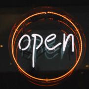 In Bayreuth dürfen - dank der aktuellen Inzidenz - verschiedene Institutionen wieder öffnen. Symbolbild: Pixabay