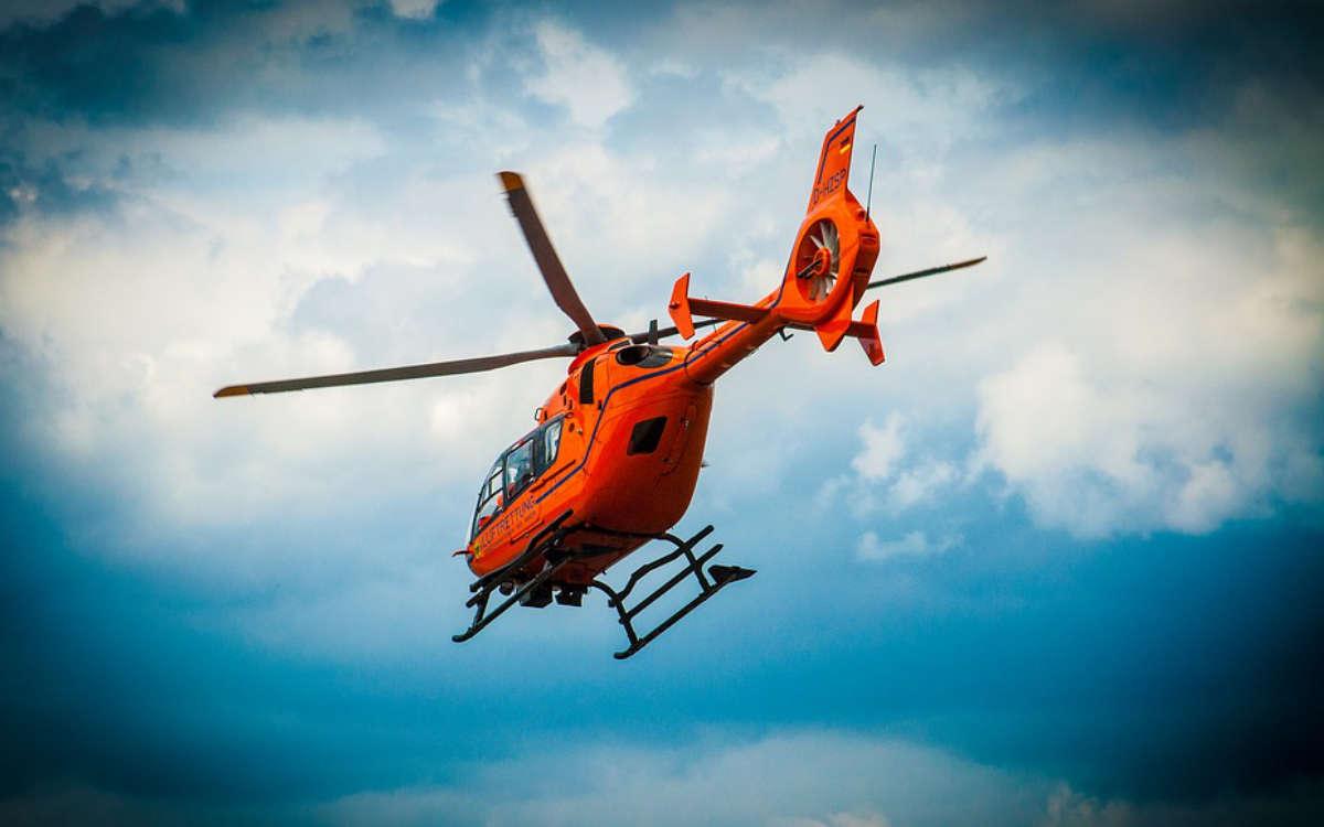 Bei einem Sturz von einem Scheunendach hat sich ein 28-Jähriger schwer verletzt und wurde mit dem Rettungshubschrauber ins Klinikum Bayreuth geflogen. Symbolfoto: Pixabay
